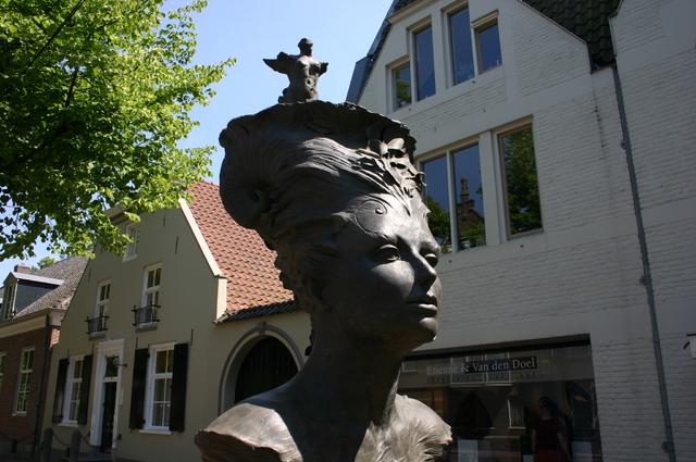 657180 - Kunst. De derde editie van de openluchtexpositie Oisterwijk Sculptuur langs De Lind in 2006.