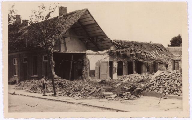 013559 - WOII; WO2; Tweede Wereldoorlog. Bombardement. Bominslag in enkele huizen in de St. Josephstraat, hoek Hoogvensestraat op 31 juli 1942