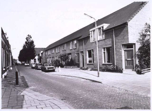 022880 - Nieuwbouwwoningen aan de Jan Aartestraat, met rechts de Kurassiersstraat