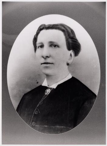 049682 - Hendrika Wilhelmina van Zantbeek (1831-1879), gehuwd met Norbertus Nicolaas de Kanter.