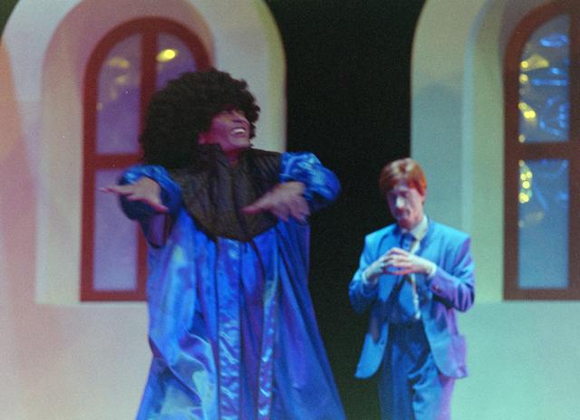 1237_001_027-1_025 - Cultuur. Theater. Tilburgse Revue. Waarschijnlijk de generale repetitie van de voorstelling Fèèn Familie op 17 maart 2005.