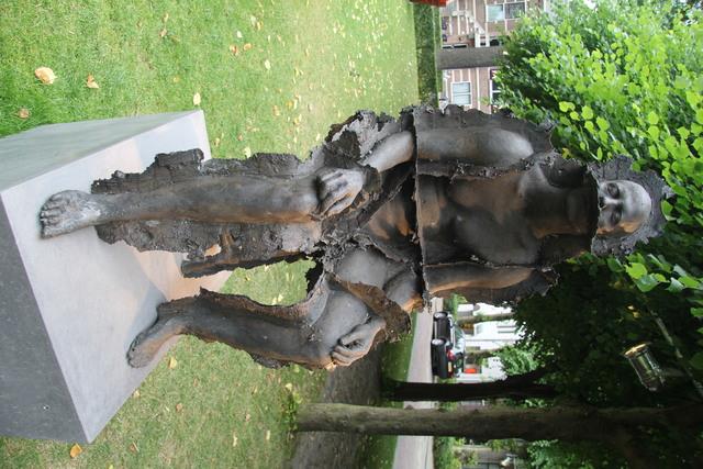 658115 - Kunst en cultuur. De eerste editie van Art in Oisterwijk in 2017. Tijdens deze tweejaarlijkse kunstmanifestatie zijn sculpturen te zien aan De Lind en in de naastgelegen galerieën.