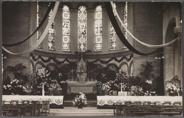 010529 - Priesterkoor en hoofdaltaar in de kerk van H. Antonius van Padua aan de Hoefstraat.