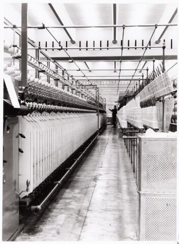 038056 - Textielindustrie. Interieur van de wollenstoffenfabriek André van Spaendonck en zonen, twernerij