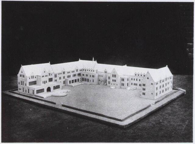 028331 - Maquette. Maquette van het door architect M van Beek ontworpen Sint Lidwinaklooster aan de Pelgrimsweg 40