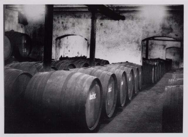 040281 - Wijnhandel. Voorraad wijnvaten van de firma Verbunt- van Dijk