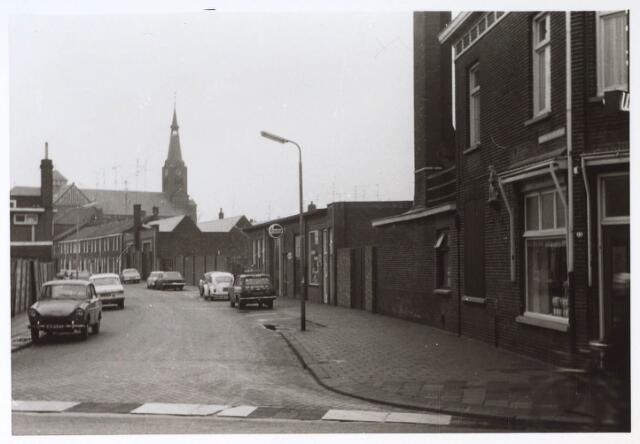 023595 - Kardinaal van Rossumstraat gezien vanuit de Molenstraat