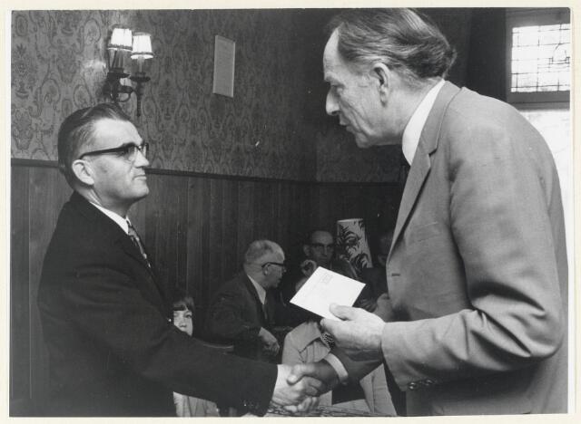 91035 - Made en Drimmelen. Felicitaties voor de heer Janus Verweymeren ter gelegenheid van zijn 25 jarig jubileum bij de B.B.A. (Brabantse Buurtspoorwegen).
