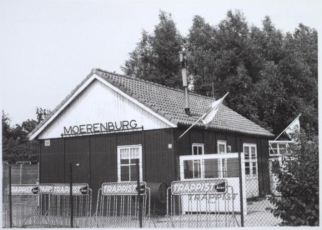 026468 - Kantine van voetbalvereniging Were Di, gelegen in een gebied dat bekendstaat als De Bundert. Het sportpark werd mede opgezet door kapelaan Hexspoor van de Sacramentsparochie