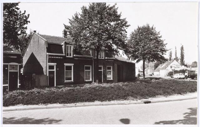 018797 - Panden aan de Generaal Winkelmanstraat. Rechts de Laarstraat