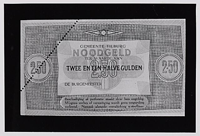 012480 - Tweede Wereldoorlog. Noodgeld. Voorzijde van een biljet van ƒ 2,50, door de gemeente Tilburg achter de hand gehouden voor noodgevallen