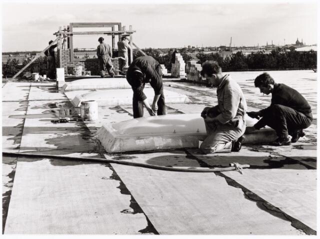 039186 - Volt. Noord. Algemeen, Gebouwen, Nieuwbouw. De dak-afwerking van hal ND in 1964. In deze hal werd de Gereedshapmakerij gestationeerd.