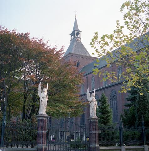 D-00596 - Tilburg - Foto's stadsgezichten (in opdracht van PLM)  De Goirkese kerk (De H. Dionysiuskerk)