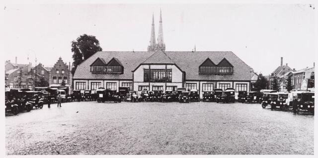 028579 - Reclame rit met Fords in 1922 door automobielbedrijf Th. Knegtel, tegenover de koopmansbeurs aan het Piusplein