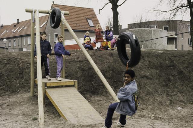 TLB023000416_002 - Spelende kinderen.