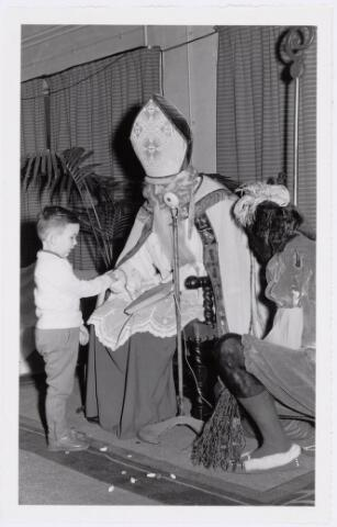 038693 - Volt. Atelier Oosterhout. 1960. Sint Nicolaas viering. Fabricage- of productie vond in Oosterhout plaats van april 1951 t/m 1967. Sinterklaas. St. Nicolaas