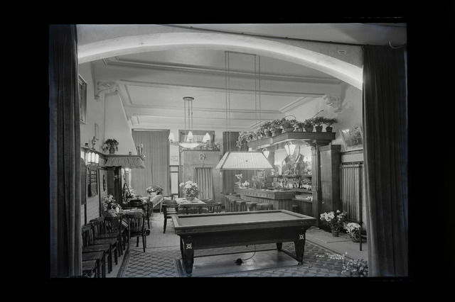 654302 - Middenstand. Interieur café Hoogardie