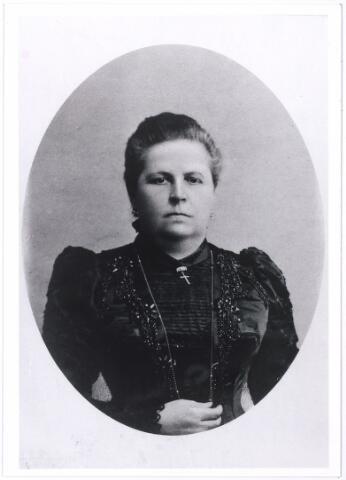 005896 - Mevrouw Louise Swagemakers-de Horion.