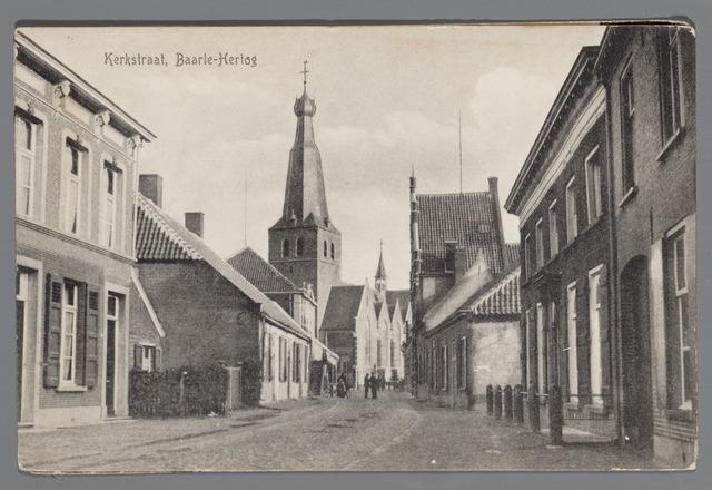 065515 - Inkijk in de kerkstraat