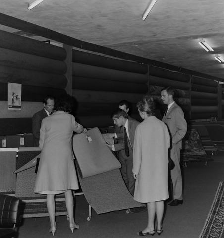 1237_013_011_003 - Tapijt.Vloerbedekking . Tapijthandel Koppelmans 1967