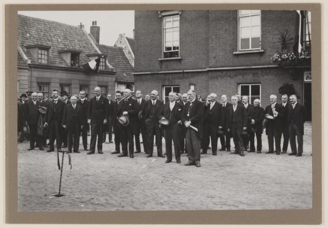 075492 - Oficiele opening Waterleiding op 15 october 1929. Hier is het gezelschap voor het gemeentehuis in Boxtel (Marktplaats) Burgemeester van Boxtel met ketting