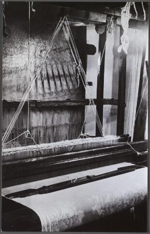 011259 - Nederlands Texielmuseum aan de Gasthuisring, vooraanzicht linnen-damastweefgetouw begin 19e eeuw.