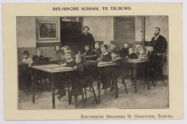 042313 - Eerste Wereldoorlog. Belgische vluchtelingen. Tilburg was de eerste gemeente die een school voor Belgische vluchtelingen opende. Deze foto is van een klasje dat was ondergebracht in het patronaat van de parochie Besterd