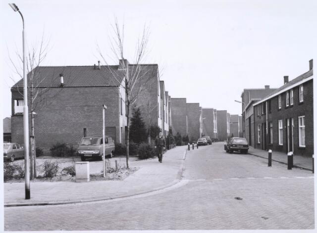 022663 - Hoogtedwarsstraat gezien vanuit de Oeverstraat
