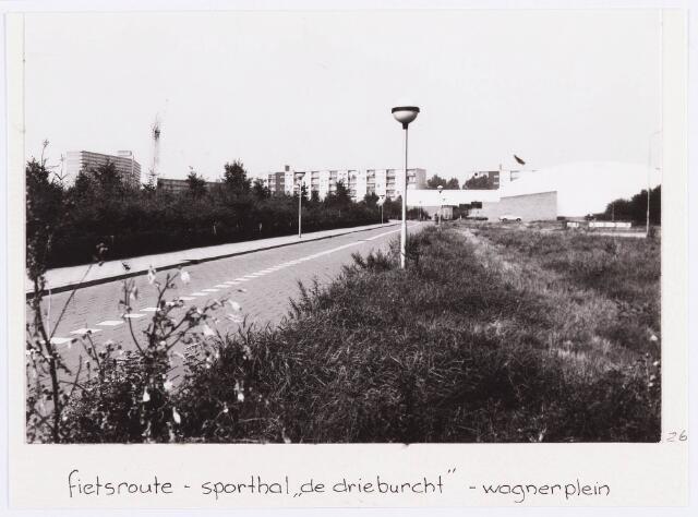 """034361 - Het Von Weberpad, een fietsroute vanaf de Von Weberstraat, langs sporthal """"de Drieburcht"""" aan het Wagnerplein"""