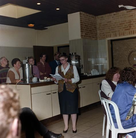 1237_001_013_004 - Een speech tijdens een feestelijke bijeenkomst van de Diensten Centrale aan de Havendijk in februari 1994.
