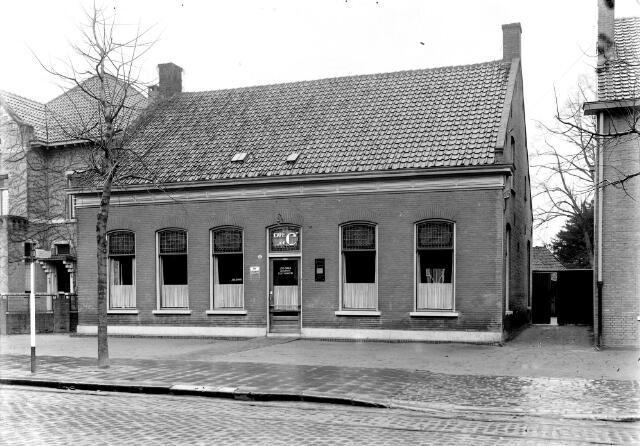 650606 - Schmidlin. Café De C van J. Dirks aan de Goirkestraat 83, 1943.