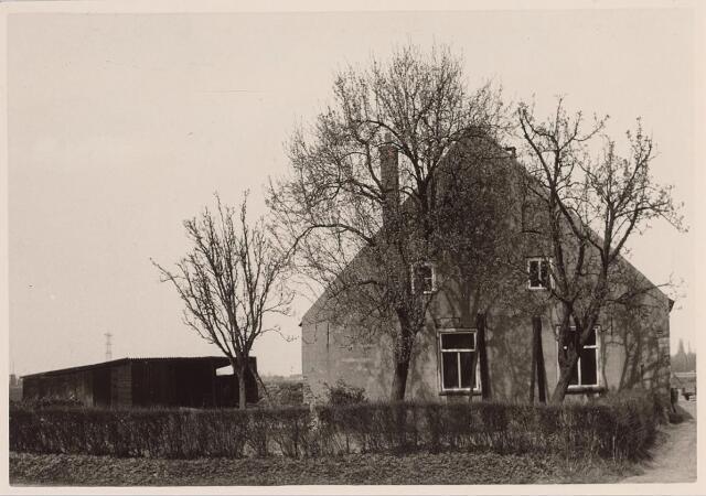 025712 - Boerderij aan het Moleneind (thans Leharstraat) eind april 1963