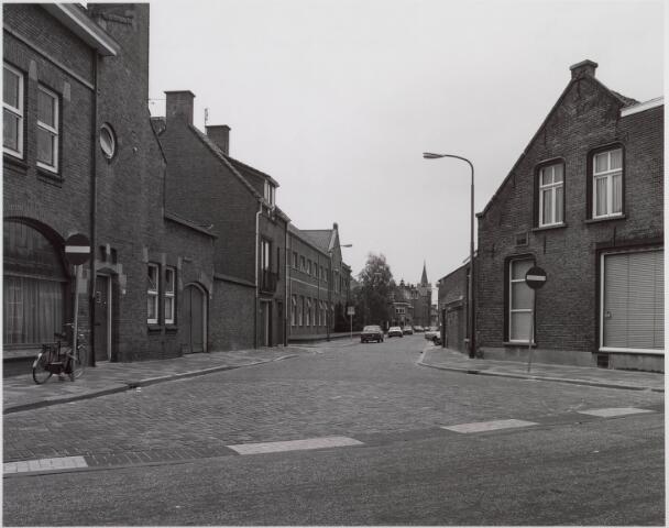 018342 - Fabriekstraat in de richting van de Noordhoekring. Links de voormalige lagere textielschool