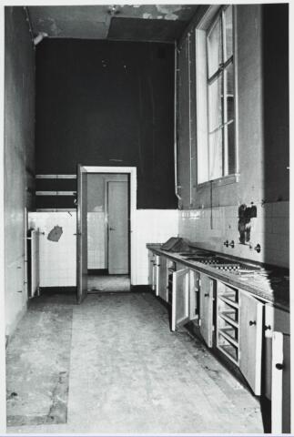 025369 - Interieur van het St. Josephgasthuis aan de Lange Nieuwstraat tijdens de sloop in 1977