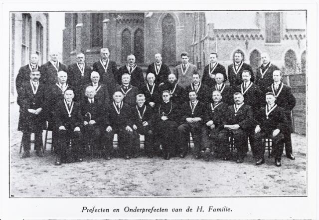 009698 - Prefecten en onderperfecten van de H. Familie parochie Den Besterd (1926)