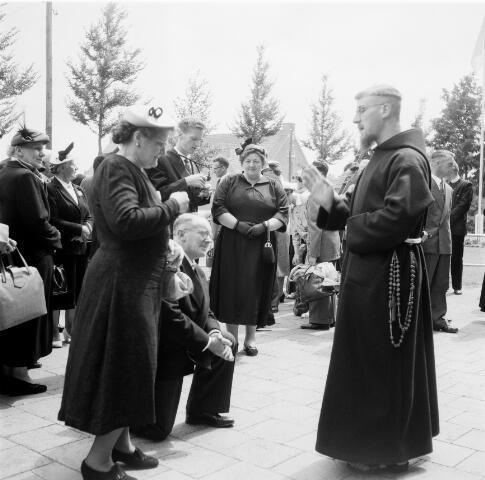 050233 - Priesterwijdingen, paters capucijnen.