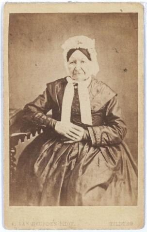 005057 - Gertrudis Anna van der LOO (Tilburg 1789-1878), kam- en rietmaakster. In 1810 trad zij voor de schepenen in het huwelijk met rietmaker (of radmaker?) Antony Jan Schoffers (1782-1829. In 1850 hertrouwde zij met fabrikant en weduwnaar Hendrik Pessers (Tilburg 1789-1868).