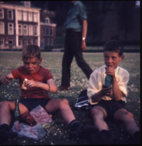 650157 - Gerardus Majellaschool, Hulten. Schoolreisje Nijmegen, rond 1970.