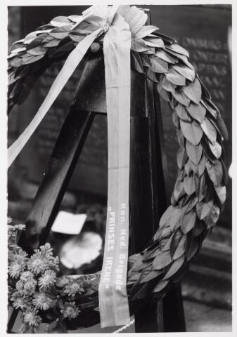 043232 - Kranslegging bij monument Prinses Irene Brigade b.g.v. 'Tilburg 40 jaar bevrijd'.