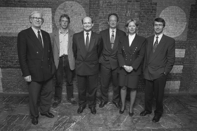 TLB023000969_004 - Fractievoorzitters (?) van de gemeenteraad Tilburg V. l.n.r. de heren Stok, Kox, van de Enden, Driessen, mevr. ... en de heer Horvers.