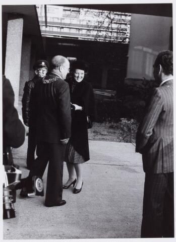 053521 - Koninklijke Bezoeken. Koningin Beatrix opent het St. Elisabeth-ziekenhuis in Tilburg