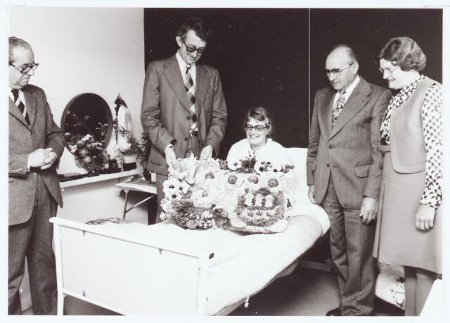 063419 - op 26 juli 1974 werd op het gemeentehuis aan de Raadhuisstraat 56 de 9000e inwoner van Berkel-Enschot aangegeven door de vader van het kind, later kreeg de moeder de felicitaties