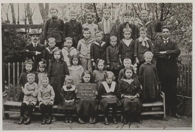 058724 - Basisonderwijs. Klassenfoto Christelijke School, groepsfoto nummer III.