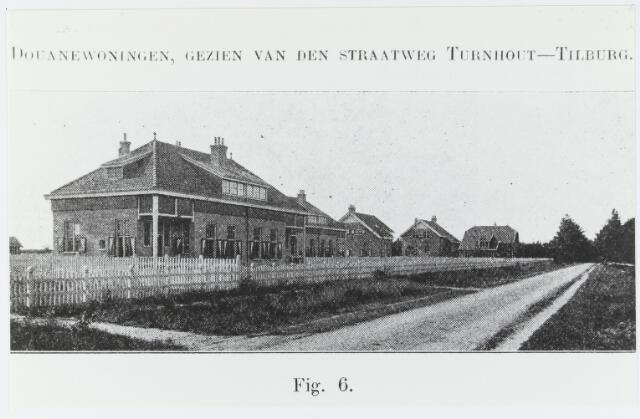055222 - Openbaar vervoer. Spoorwegen. Station. Douanewoningen, gezien van de straatweg Turnhout-Tilburg.