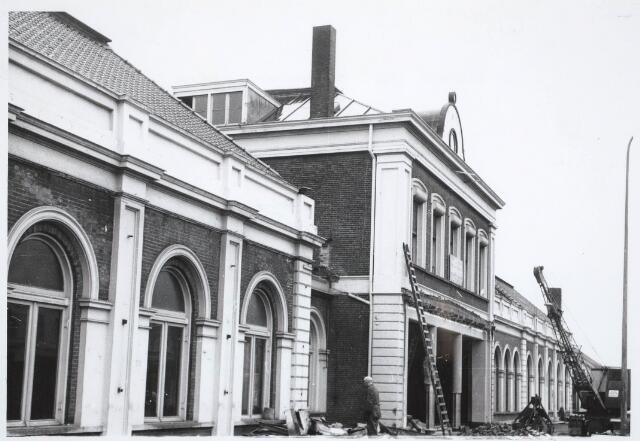 031865 - Spoorwegen: afbraak oud station aan de Spoorlaan