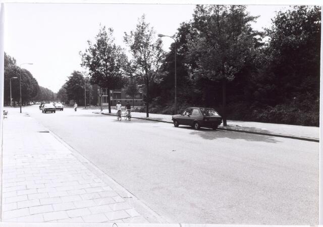017705 - Dr. Deelenlaan in de richting van de Rueckertbaan