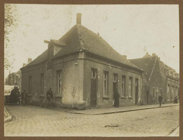 068553 - Pand op de hoek Noordstraat - Fabriekstraat (links)