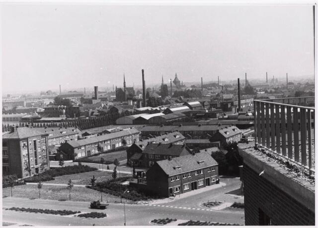 "036695 - Panorama van Tilburg vanaf de torenflat ""Vredeburcht """