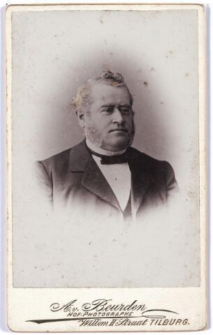 004812 - L JONGEN, caféhouder en lid van het Armbestuur. Ludovicus (Louis) Jongen werd geboren te Tilburg op 3 september 1838 als zoon van metselaar Matheus Josephus Jongen en Petronella Verhoof. In 1863 huwde hij te Tilburg met Johanna Staps. Louis Jongen overleed op 15 februari 1914 te Tilburg.