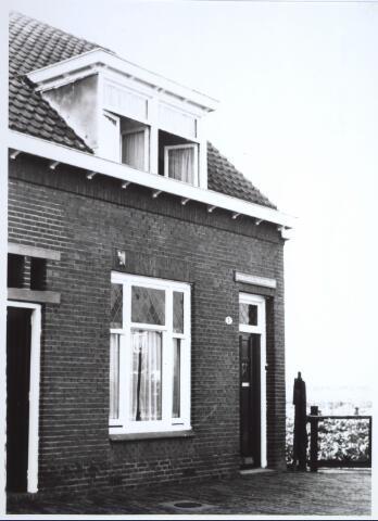 026706 - Pand Stokhasseltkerkstraat 1 medio 1965 dat moest verdwijnen in het kader van het uitbreidingsplan voor Tilburg-Noord. Tegenwoordig is dit de Mozartlaan